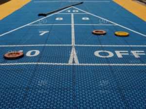 how to play shuffleboard
